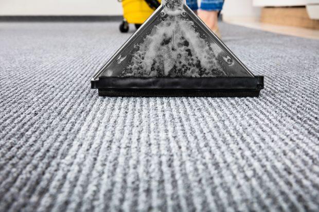 sprzątanie wykładziny dywanowej