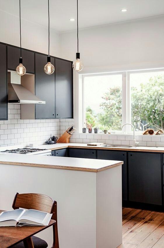 żarówki węglowe na kablach w kuchni