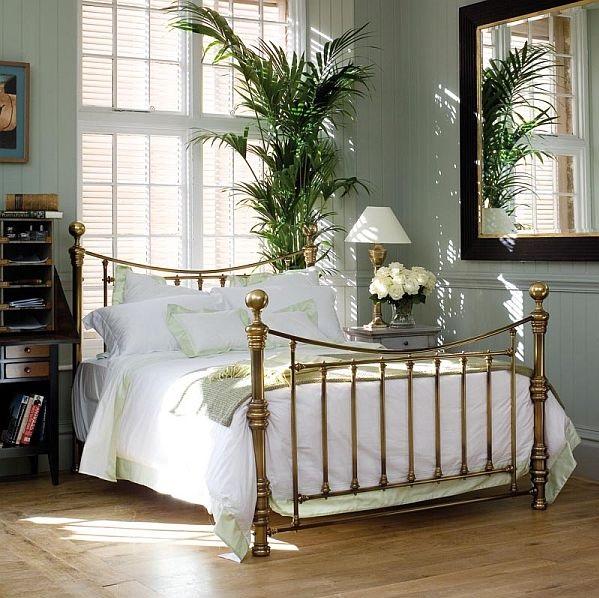 klasyczna rama metalowa łóżka