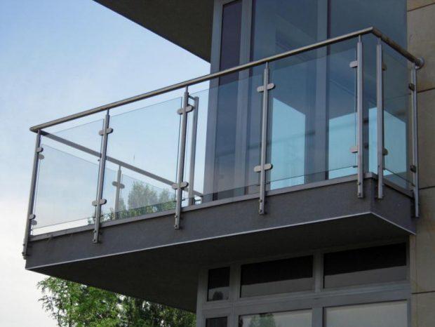 balustrada na balkonie a prawo budowlane