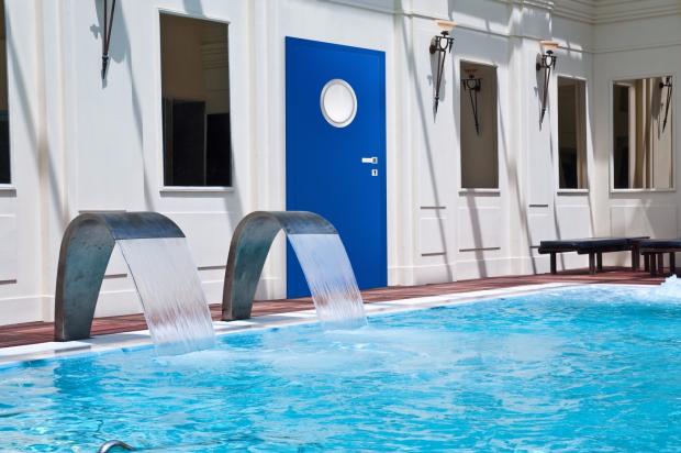 drzwi przeciwpożarowe na basenie