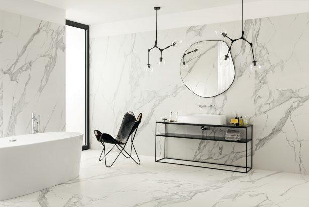 płytki wielkoformatowe tubądzin specchio carrara w łazience