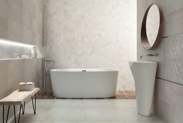 heksagonalne płytki na ścianie w łazience
