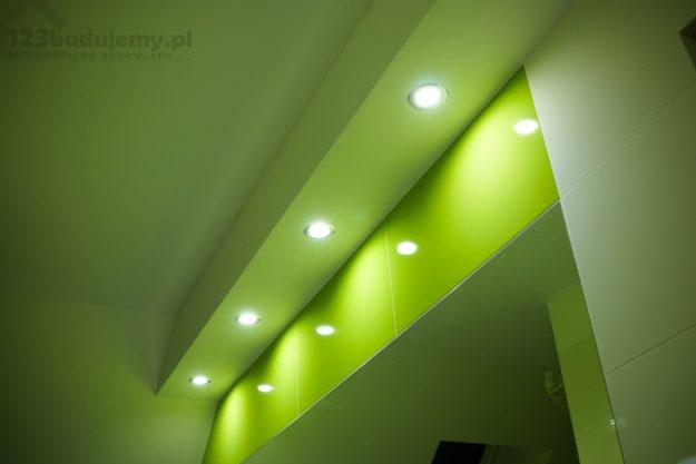 Oświetlenie-nad-lustrem-w-łazience
